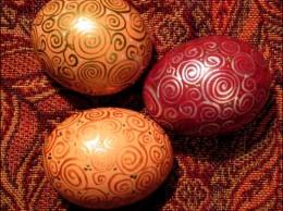 Красим пасхальные яйца без химии