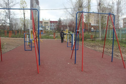 площадка с тренажерами