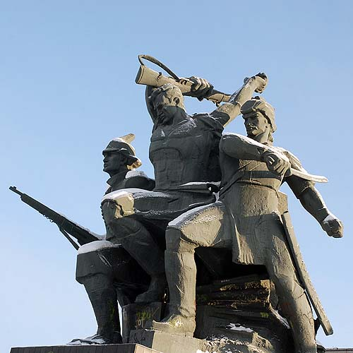 Памятник героям Октябрьской революции