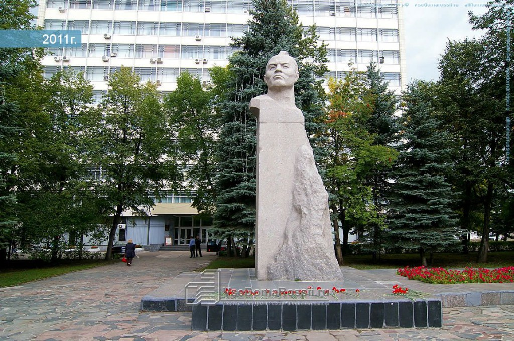Памятник Шагиту Худайбердину