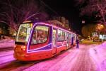Новогодний трамвай движется по Уфе