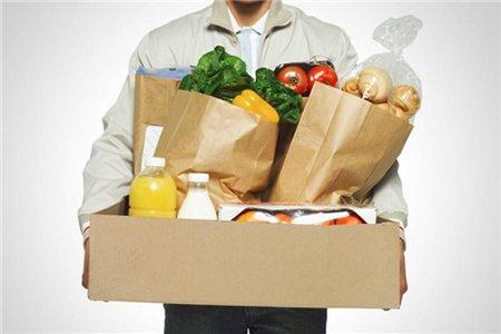 На фото пример коробки с продуктами и едой которые доставляют на дом в Уфе