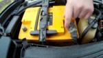 Как зарядить аккумулятор кабелями?
